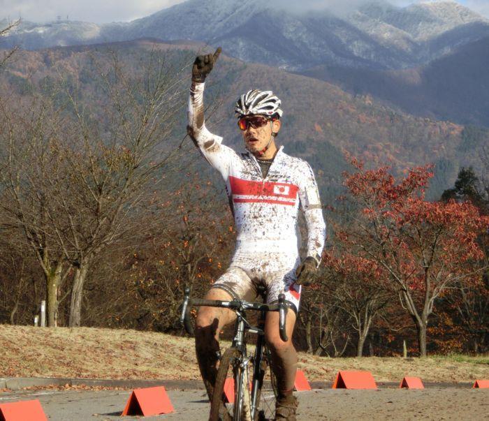 http://www.cyclocross.jp/news/2017/11/CCM2017IiyamaJCXC1goal.jpg