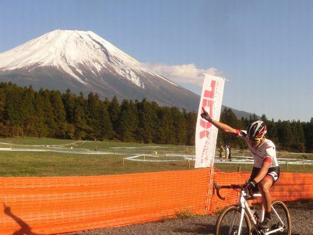 https://www.cyclocross.jp/news/2018/10/76cbc34435f51bf2d08261c5646b2df627fea11e.JPG