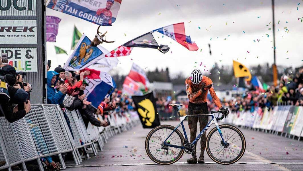 2020シクロクロス世界選手権を制覇したマチュー・ファンデルプール。2連覇、3度目の世界選手権勝利。 (Copyright: Canyon)