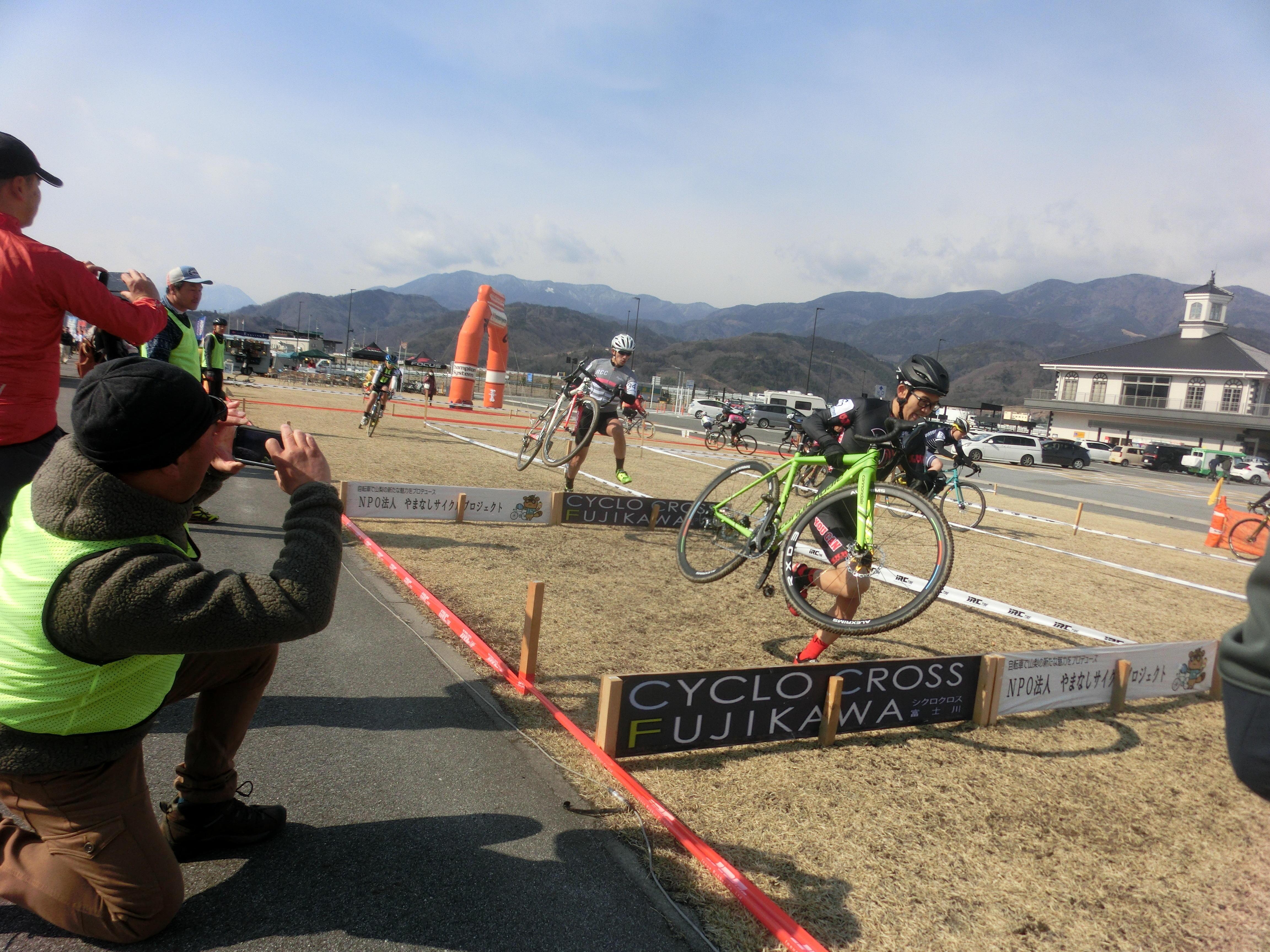 https://www.cyclocross.jp/news/bb5dac24db5c7e66f38e2746d83eb481cfd91b55.JPG
